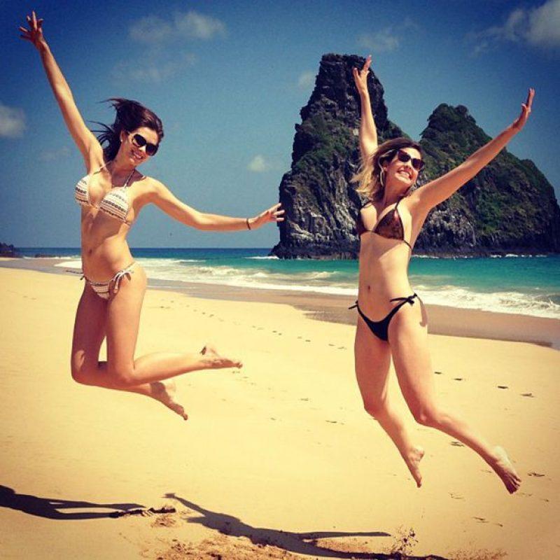 Acompanhada da Miss Pernambuco 2012 Paula Luck, Gabriela Markus se diverte em Noronha | Divulgação/Instagram. Imagen Por: Acompanhada da Miss Pernambuco 2012 Paula Luck, Gabriela Markus se diverte em Noronha | Divulgação/Instagram