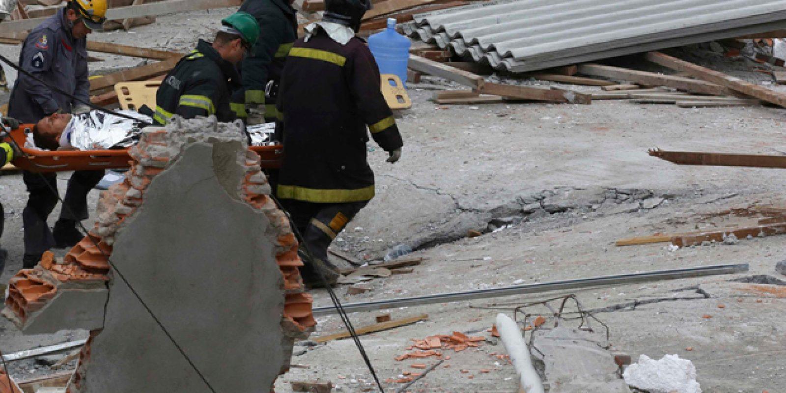 Bombeiros procuram vítimas nos escombros do prédio desabado | Nacho Doce/ Reuters sao mateus