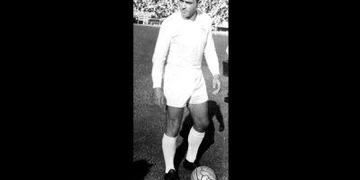Di Stéfano foi ídolo em Madri. Maior jogador da história argentina até o surgimento de Diego Maradona, nos anos 80, Alfredo Di Stéfano foi pivô entre uma das maiores rivalidades entre Barcelona e Real Madrid. Em 1953, o atacante chegou ao Barcelona, mas dirigentes do Real atravessaram a negociação e ele foi para Madri. Reprodução