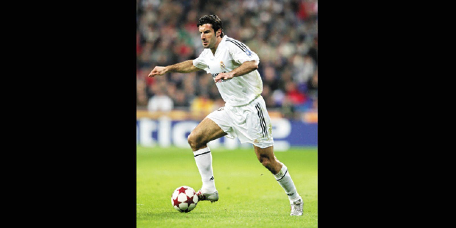 Figo: 'traidor' na Catalunha. O meia-atacante português Luis Figo foi um dos grandes jogadores do Barcelona entre 1995 e 2000, quando foi para Real Madrid sem escalas. O ato causou a fúria dos catalães. Em um duelo entre as duas equipes no Camp | Ross Kinnaird/Getty Images