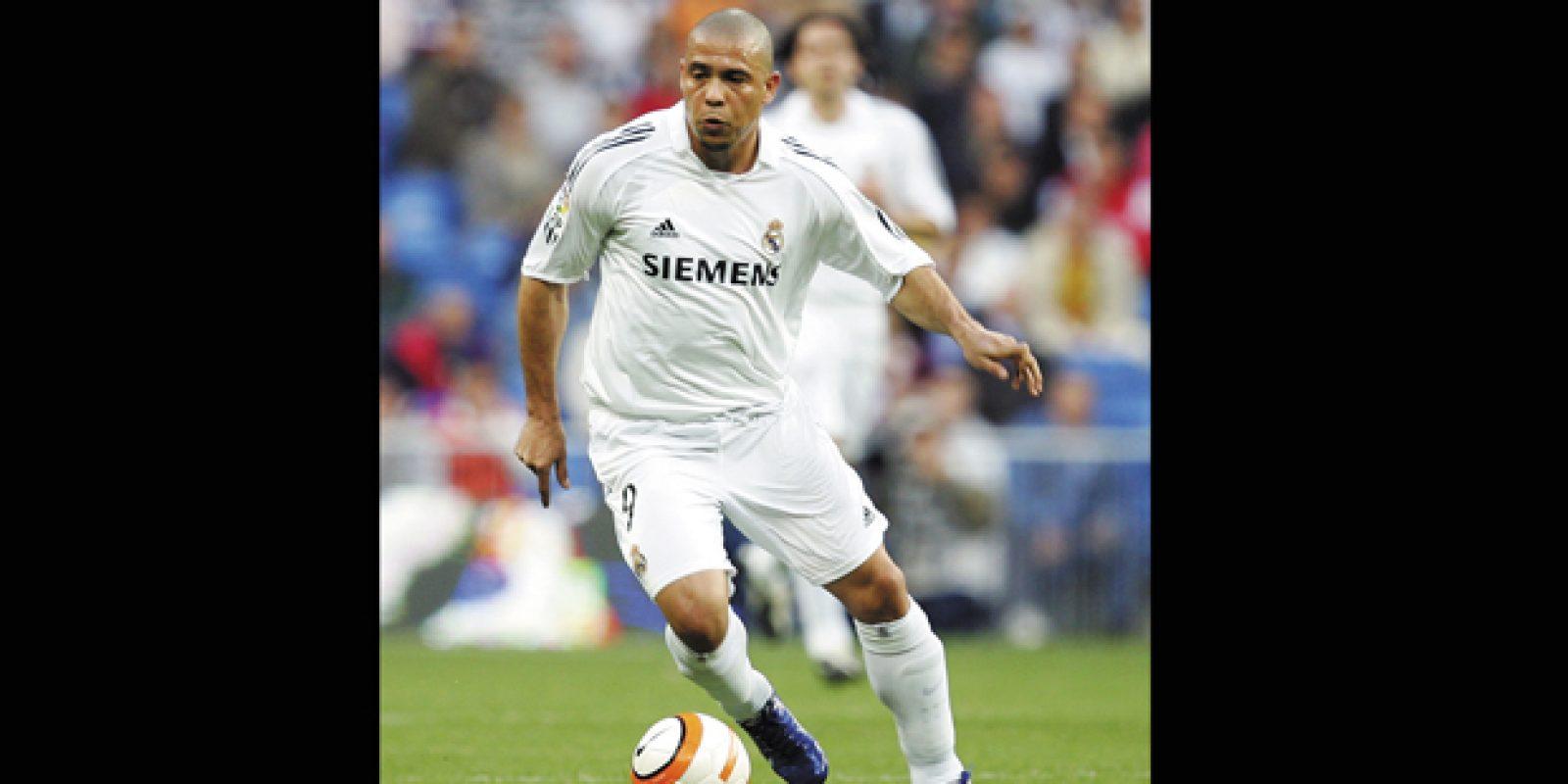 Fenômeno em dois momentos. Foi no Barcelona que Ronaldo – à época, Ronaldinho –, se tornou o Fenômeno e ganhou o status de melhor jogador do mundo, entre 1996 e 1997. Após uma temporada na Catalunha, o atacante acertou com a Inter de Milão. Em 2002, voltou à Espanha para atuar no Real Madrid, onde voltou a ser considerado o melhor jogador do planeta. O camisa 9 deixou Madri em 2007 | Denis Doyle/Getty Images