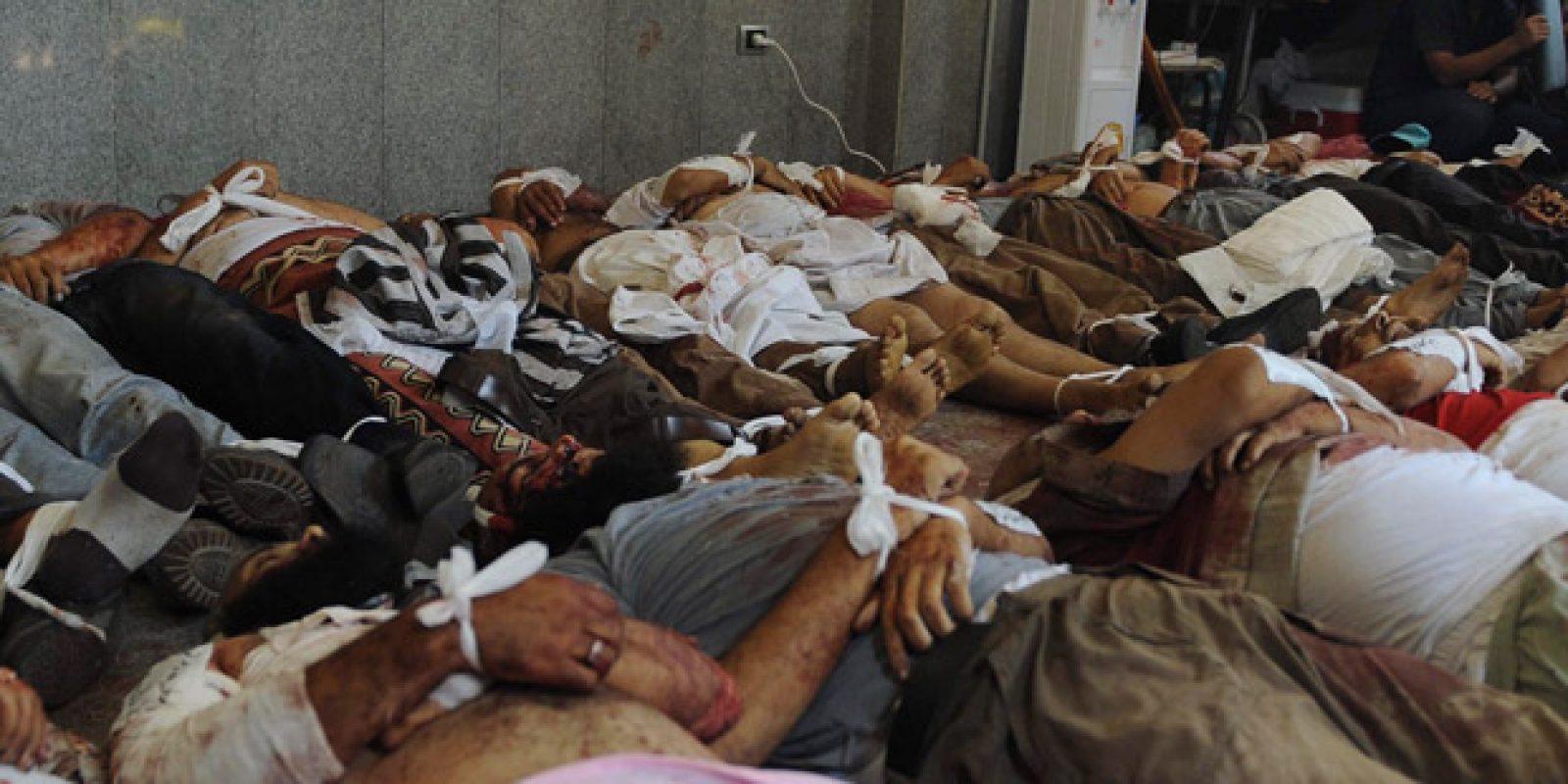 Forças de segurança egípcias usam violenta repressão para dispersar os partidários do presidente destituído Mohamed Mursi. Sala é transformada em necrotério para armezenar corpos de vítimas | Asmaa Waguih / Reuters