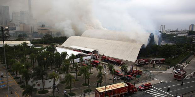 Um incêndio de grandes proporções atingiu o Memorial da América Latina em novembro de 2013 | Nacho Doce/ Reuters