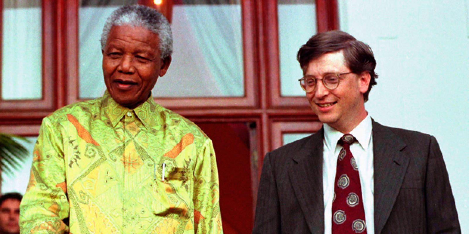 Foto de 1997 registra o encontro do então presidente sul-africano Nelson Mandela com Bill Gates, presidente da Microsoft, após encontro na casa do líder africano, em Cidade do Cabo | Reuters