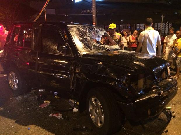 O carro que atropelou os foliões foi depredado | Fernanda Albino/Band