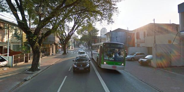 Ônibus e carros na rua Clélia, na Lapa | Reprodução