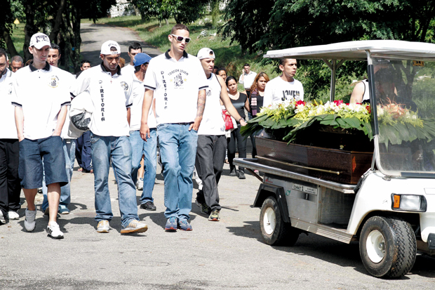 Corpo de Márcio de Toledo é enterrado   Ale Vianna/Brazil Photo Press/Folhapress