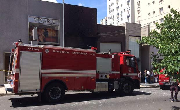 Nove viaturas dos bombeiros foram para o local | Stephan Rozenbaum/SulAmérica Trânsito