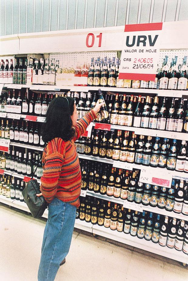 Em junho de 94, supermercado exibe preço em URV | Sérgio Castro/Folhapress