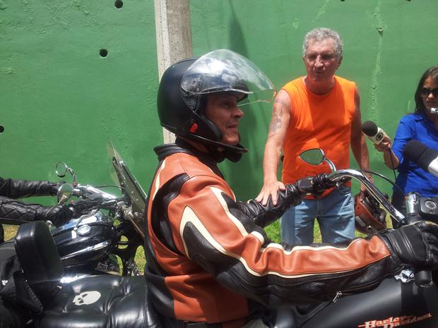 Roberto Jefferson passeia de moto: ex-deputado deve ser preso nesta segunda   Diana Brito/Folhapress