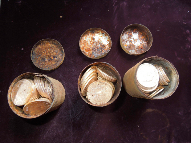 Algumas das moedas encontradas pelo casal americano | Reuters