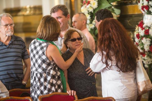 Beth Goulart e Nicette Bruno durante o velório do ator Paulo Goulart