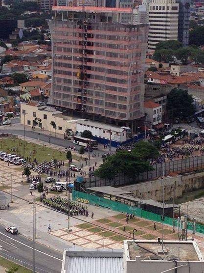 Vista aérea do largo da Batata, momentos antes da manifestação contra a Copa | Foto: Cínthia, ouvinte da Rádio SulAmérica Trânsito