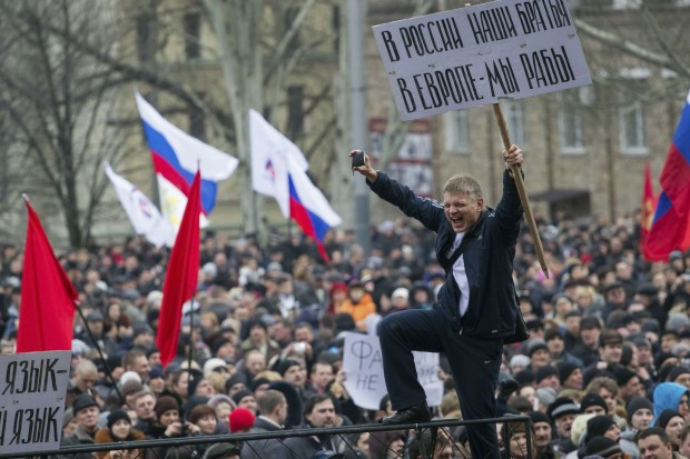 Manifestantes pró-Rússia  se reúnem na cidade ucraniana de Donetsk | Reuters