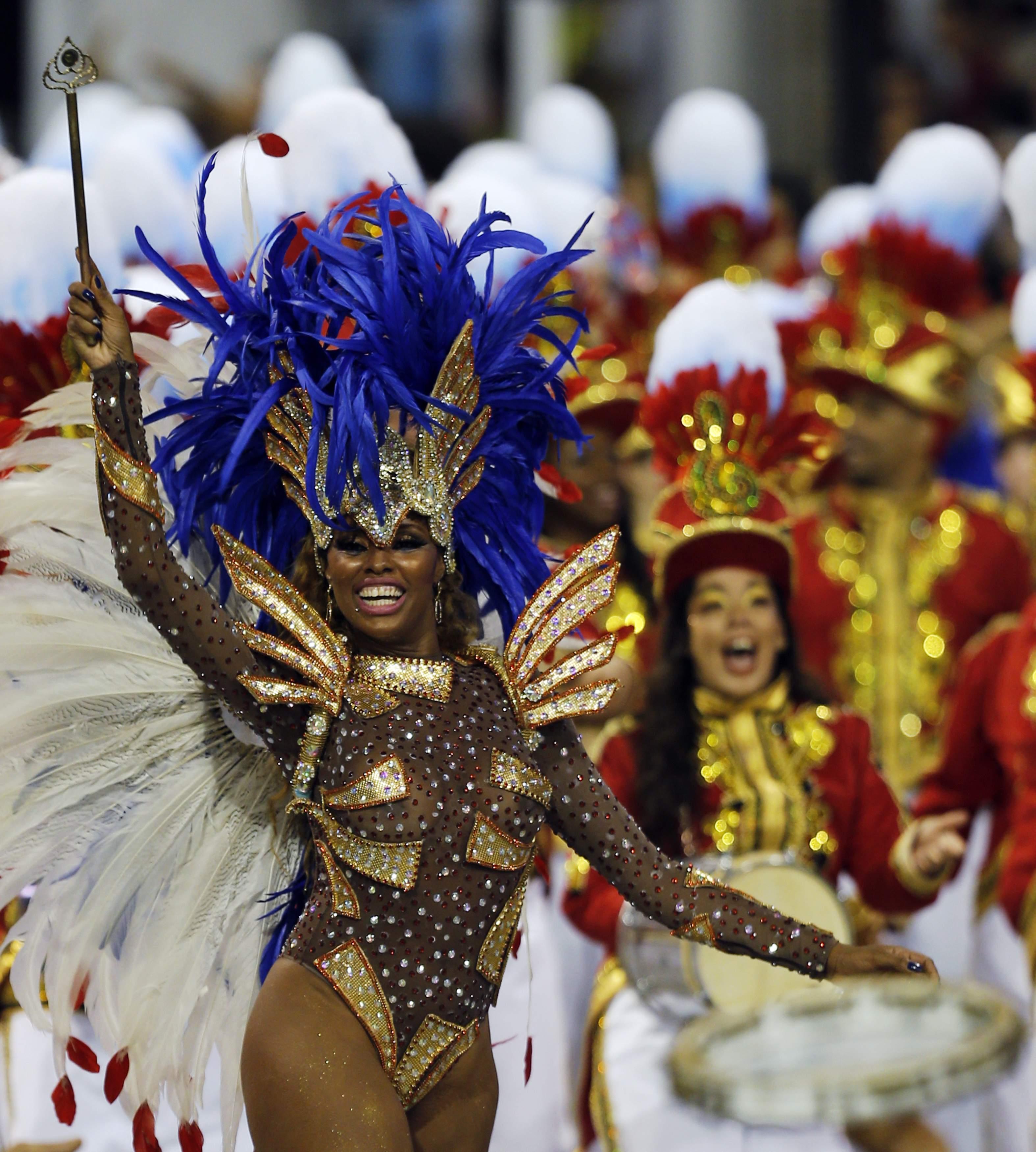 Integrantes da escola de samba Pérola Negra durante desfile no Anhembi | Paulo Whitaker/Reuters