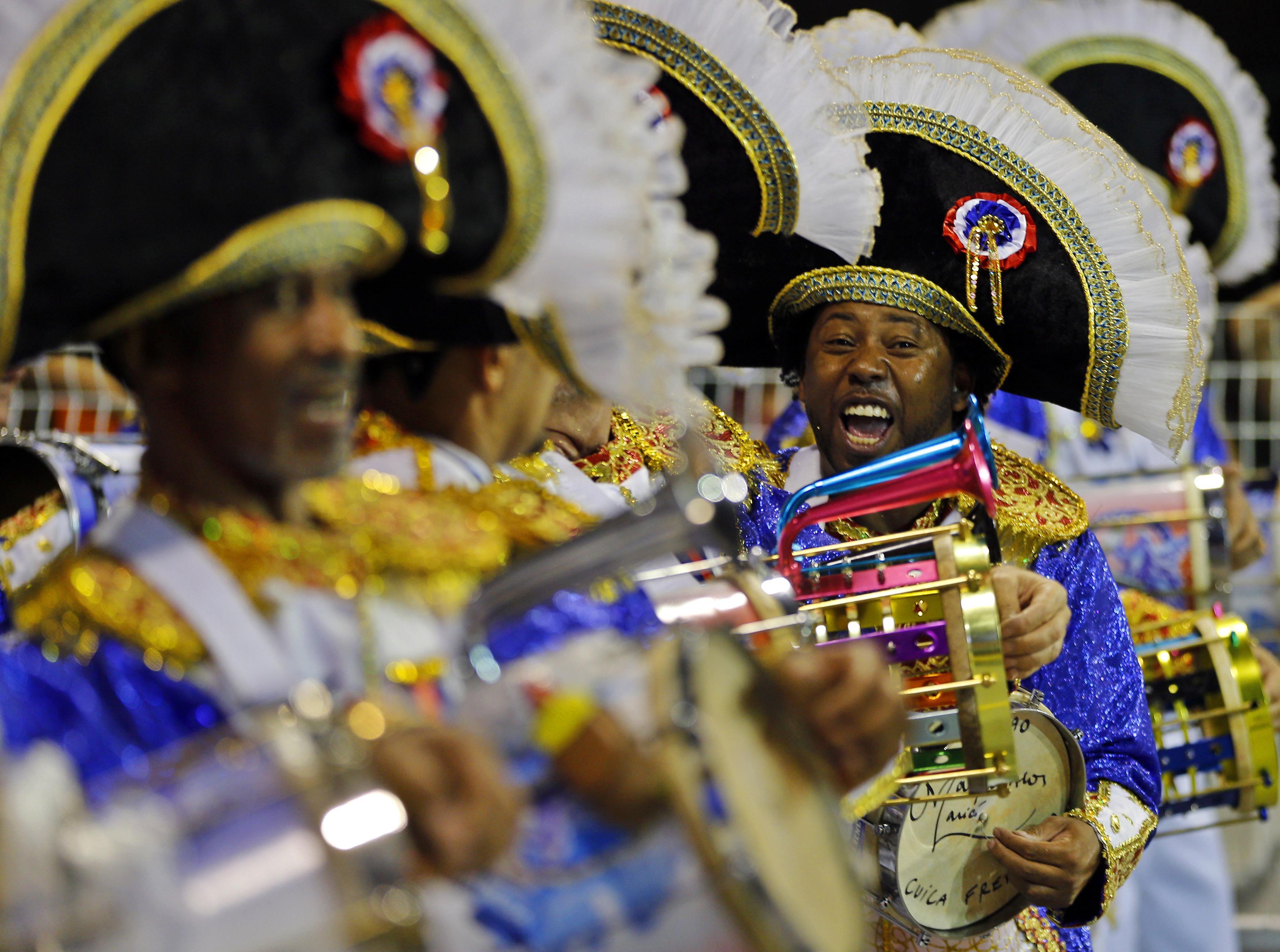 Integrantes da escola de samba Nenê de Vila Matilde durante desfile no Anhembi | Paulo Whitaker/Reuters