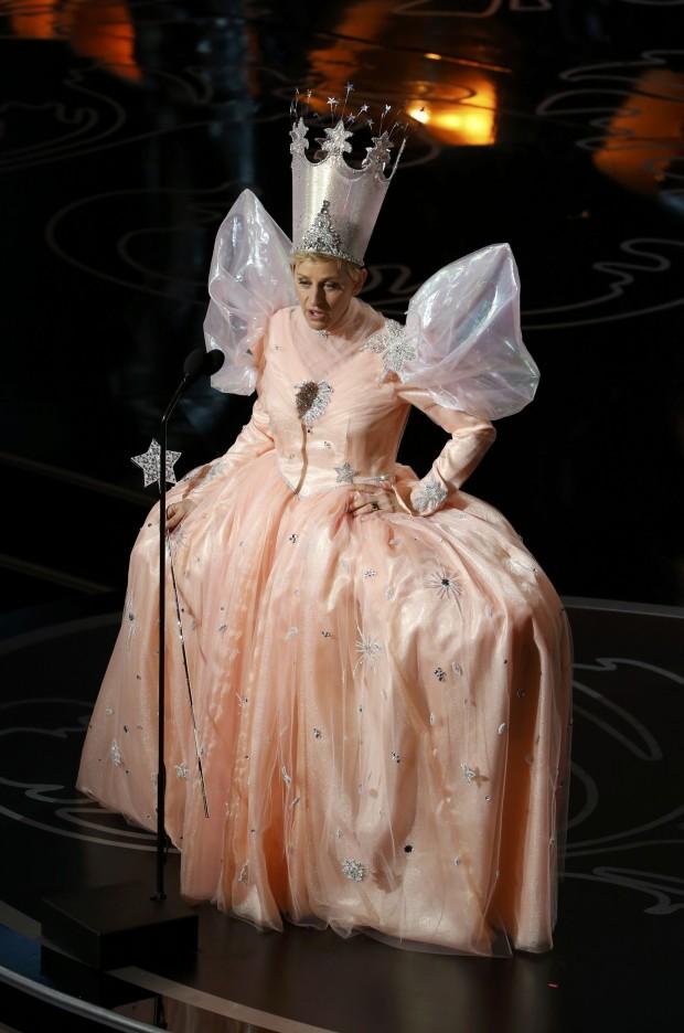 Vestida de fada, a apresentadora Ellen DeGeneres arrancou gargalhadas da plateia e garantiu uma festa do Oscar bem monótona do que em anos anteriores | Lucy Nicholson/Reuters