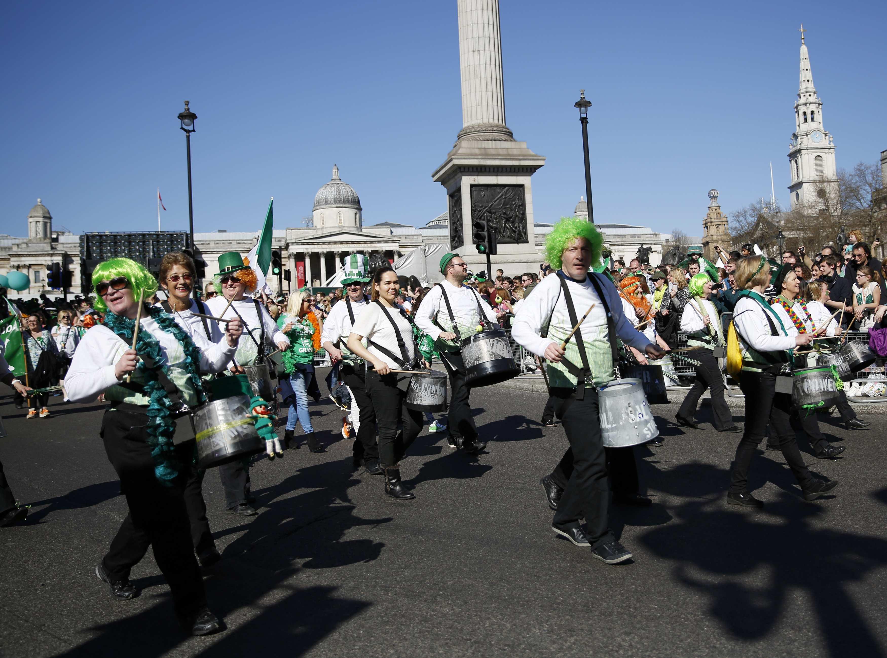 Banda tradicional irlandesa participa da parada pelo Dia de São Patrício, em Londres, na Inglaterra | Olivia Harris /Reuters
