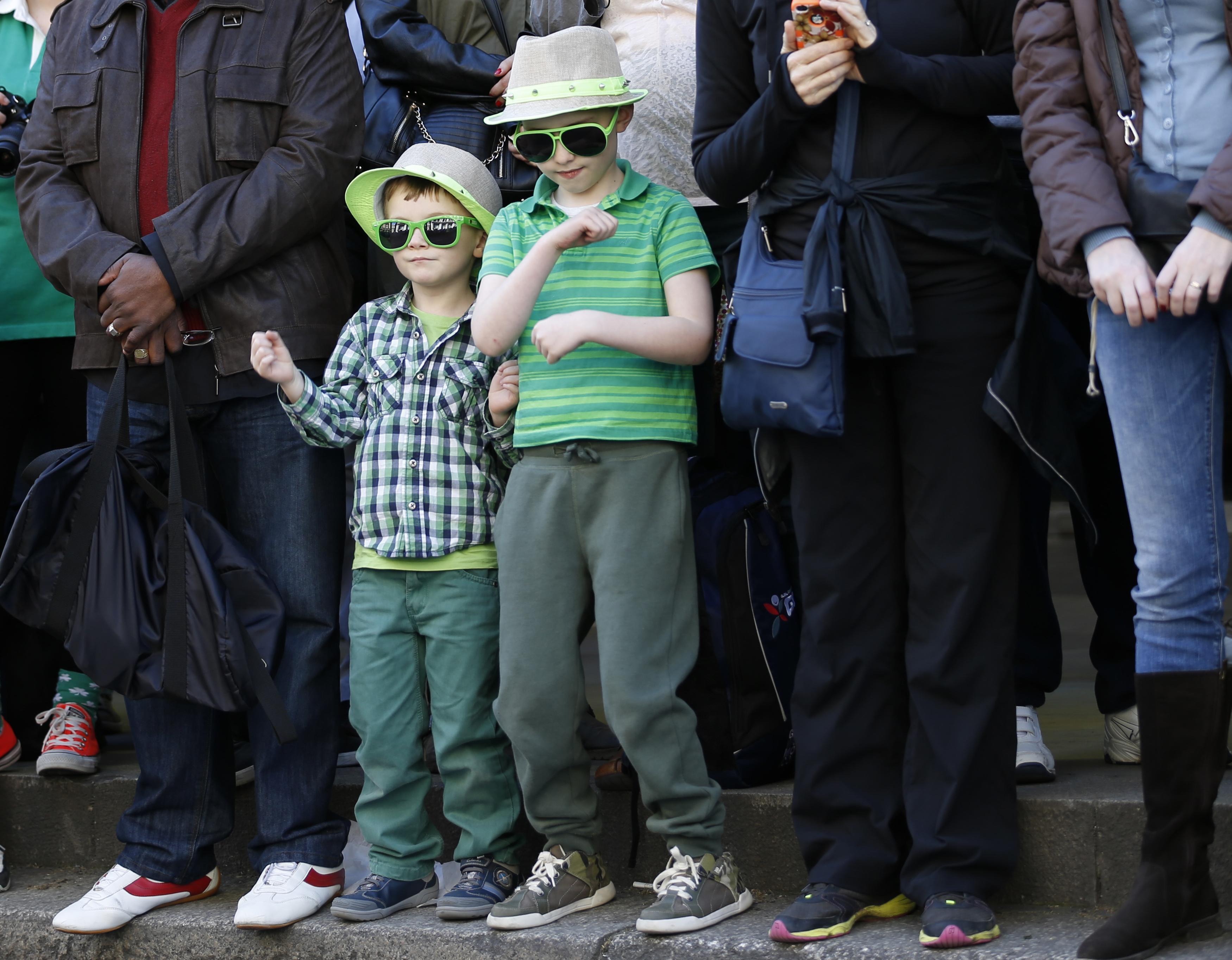 Público participa da parada pelo Dia de São Patrício, em Londres, na Inglaterra | Olivia Harris /Reuters