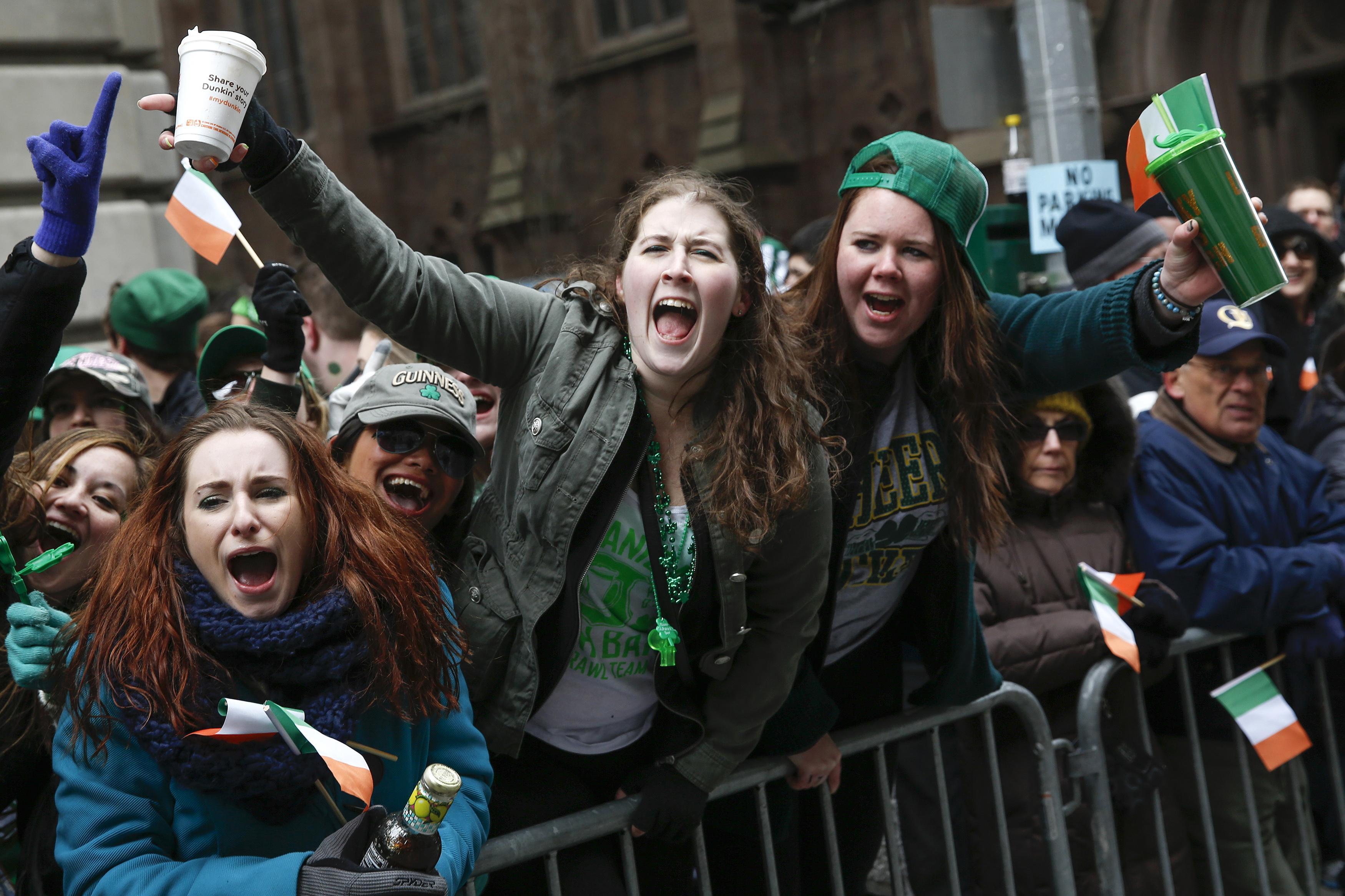 Público participa da parada pelo Dia de São Patrício, em Nova York (EUA) | Shannon Stapleton/Reuters