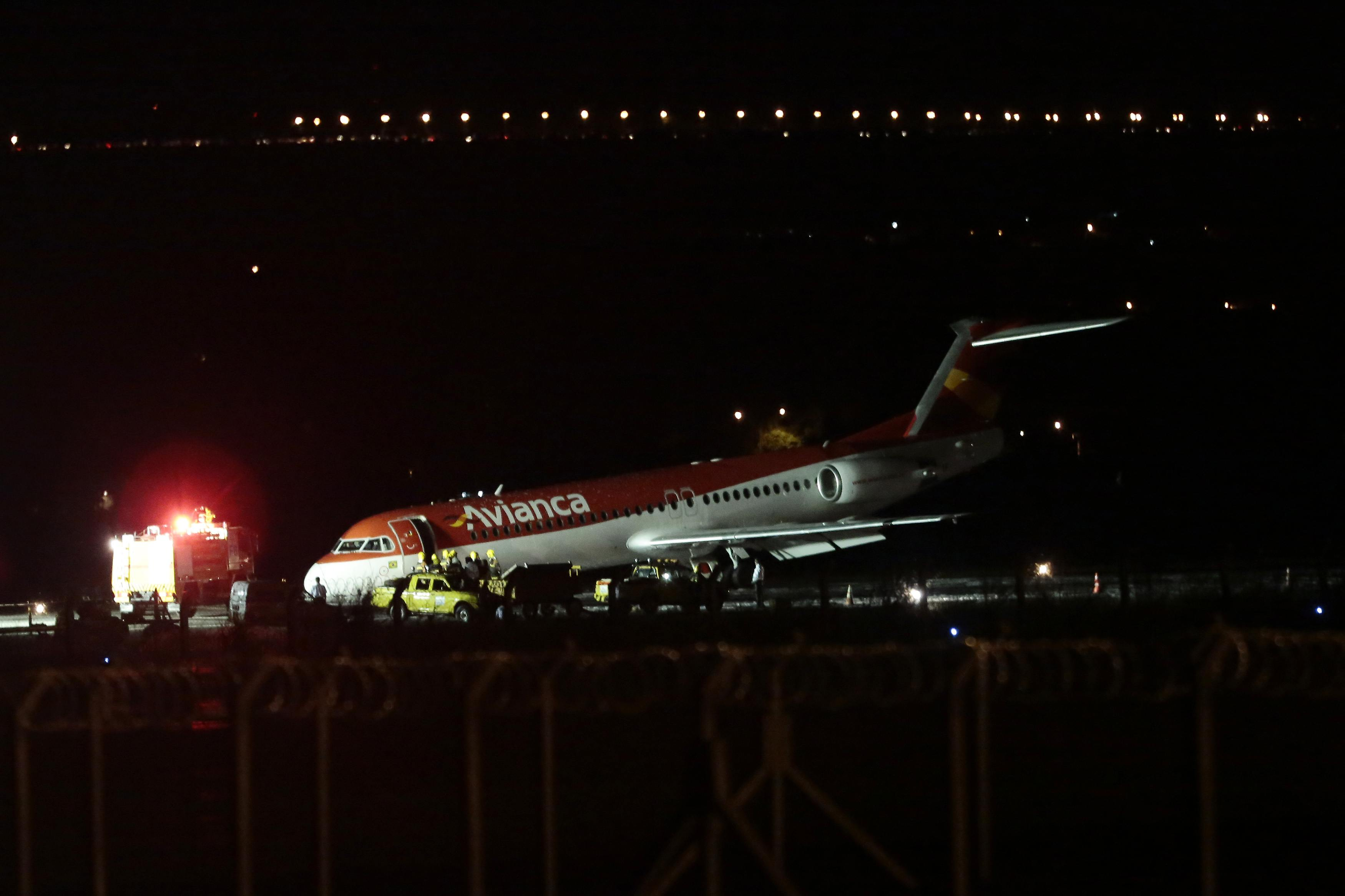 Aeronave da Avianca que teve de fazer um pouso forçado, por problemas no trem de pouso | Ueslei Marcelino/Reuters
