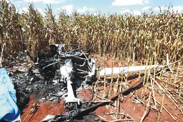 Helicóptero foi encontrado em uma lavou de milho de Ribeirão Preto | Edson Silva/Folhapress