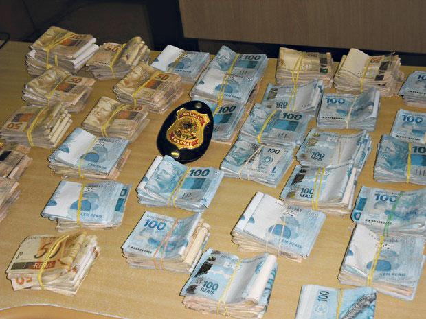 Alta quantia em dinheiro foi encontrada com os traficantes | Divulgação/PF
