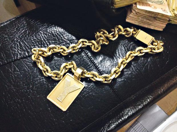 Corrente de ouro é um dos objetos de valor apreendidos | Divulgação/PF