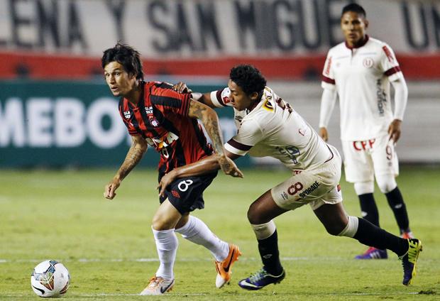 Time paranaense se iguala ao The Strongest e ao Vélez Sarsfield na liderança da chave, com seis pontos cada um | Enrique Castro Mendivil / Reuters