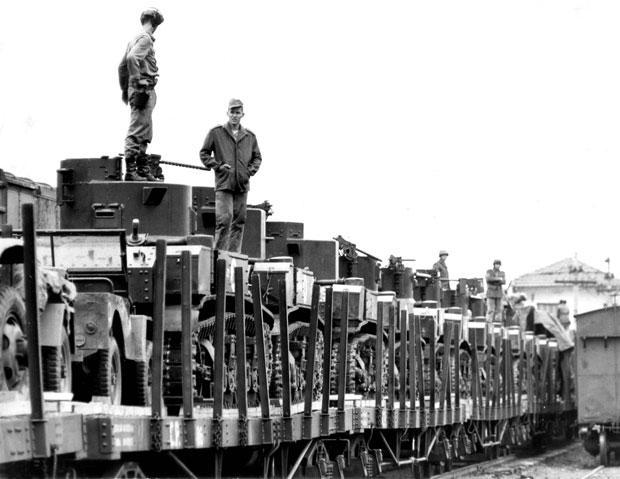 Tanques do Exército são levados para São Paulo em 1964 | Arquivo/Folhapress