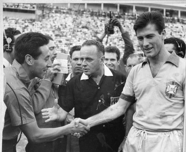 Bellini jogou pelo Vasco, São Paulo e Atlético-PR, e com a camisa verde e amarela foi campeão nas Copas de 1958 e 1962 | Arquivo/Folhapress