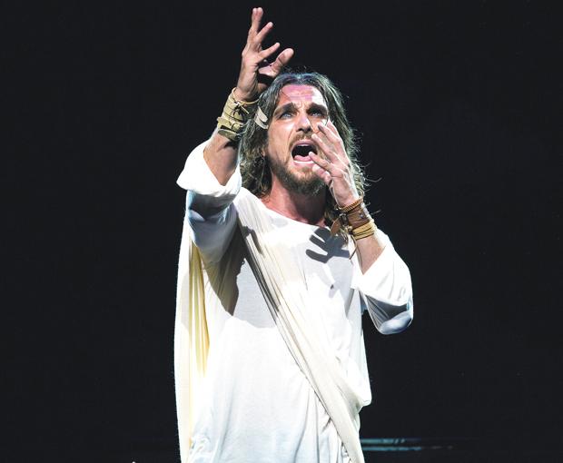 Igor Rickli no papel de Jesus  |  João Caldas/Divulgação