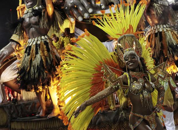 A Império da Tijuca abriu o desfile das escolas no Rio / Sergio Moraes / Reuters