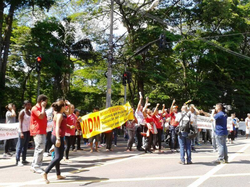 Manifestantes protestam por moradia na região do Morumbi | Renata Carvalho/ SulAmérica Trânsito