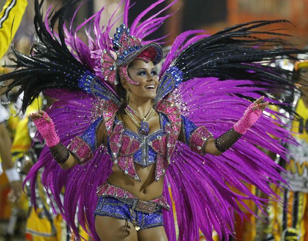 Raphaela Gomes, rainha da bateria da São Clemente / Sergio Moraes / Reuters