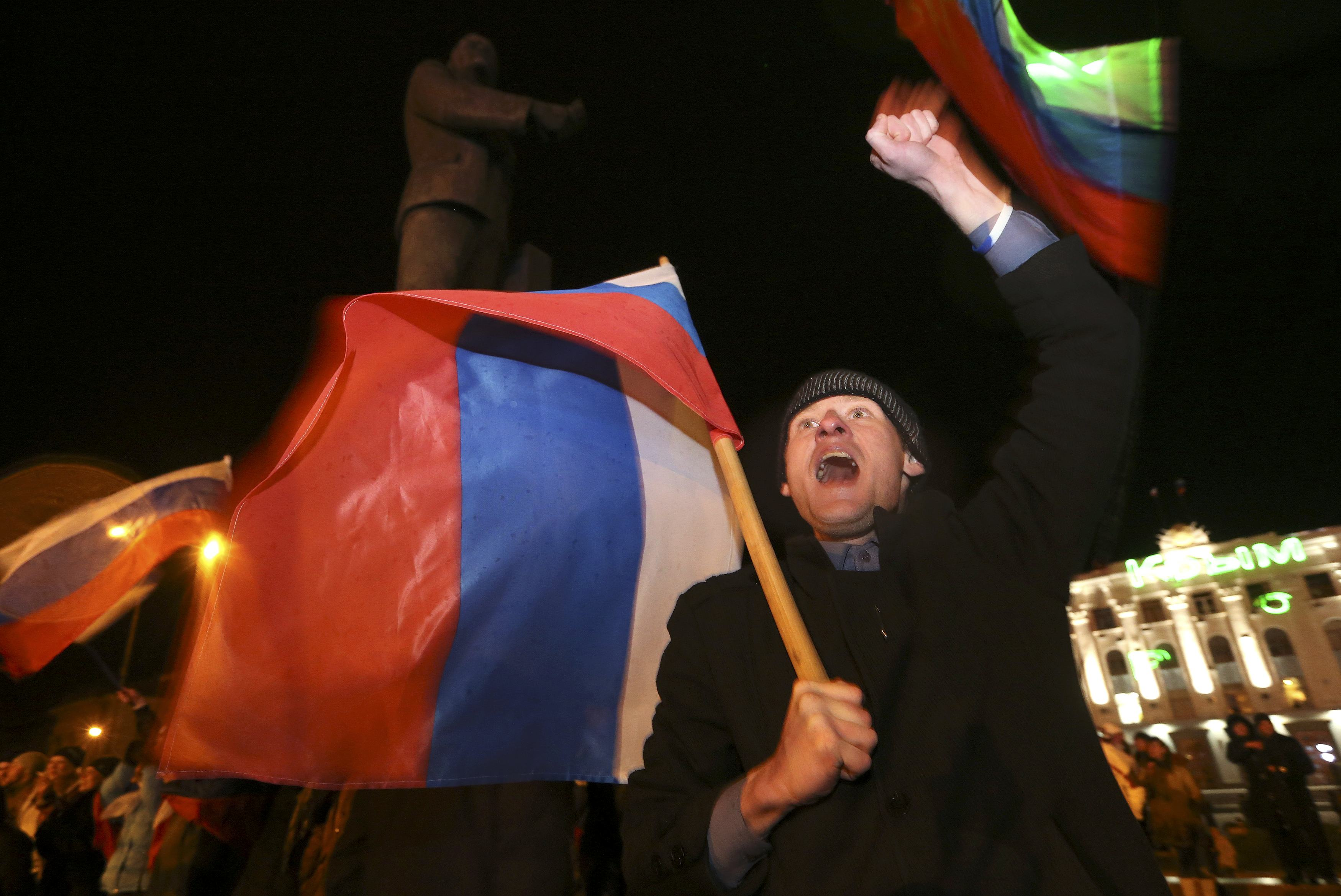 Eleitores crimeanos votam a favor da adesão à Rússia - Sergei Karpukhin/ Reuters