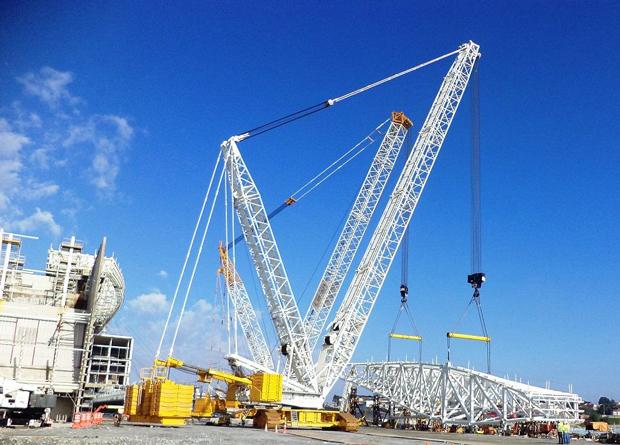 Módulo foi erguido por dois guindastes | Divulgação/Odebrecht Infraestrutura