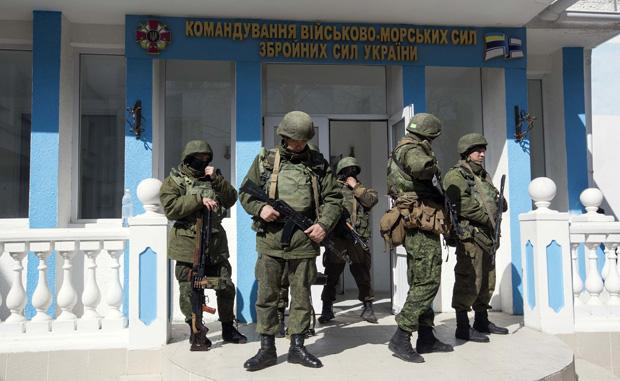 forças pró-Rússia tomaram o controle de parte da base - Baz Ratner/ Reuters