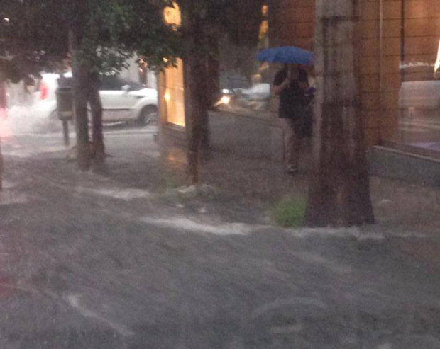 Chuva atingiu a Rua Augusta | Fabíola Baccarin/ Ouvinte Rádio Sulamérica Trânsito