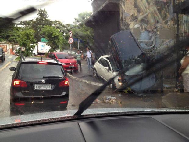Chuva causa transtornos na Vila Madalena | Marcos/Ouvinte Rádio Sulamérica Trânsito