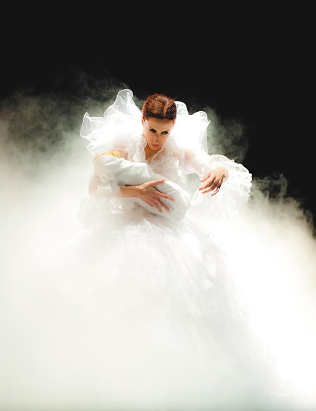 Cláudia Martins é uma das bailarinas e coreógrafas da peça | Divulgação