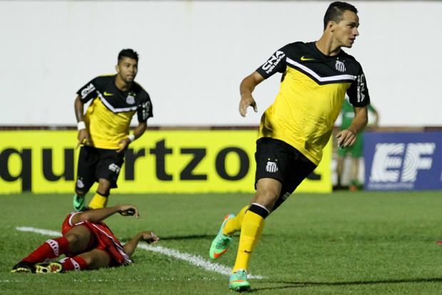 Danião marcou mais um  e ajudou o Santos a vencer em Mogi Mirim | Luciano Claudino/Código19 /Folhapress
