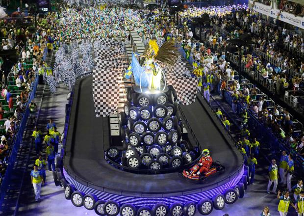 Desfile teve até pista de kart Ricardo Moraes/Reuters