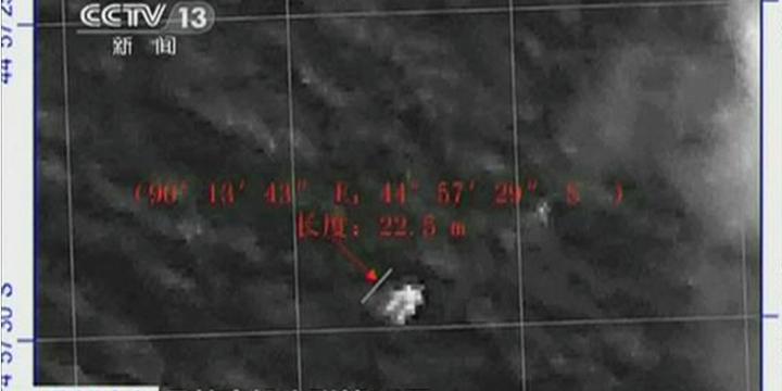 Pedaço do avião da Malaysia Airlines teria sido encontrado por um satélite chinês, neste sábado | CCTV/Reuters