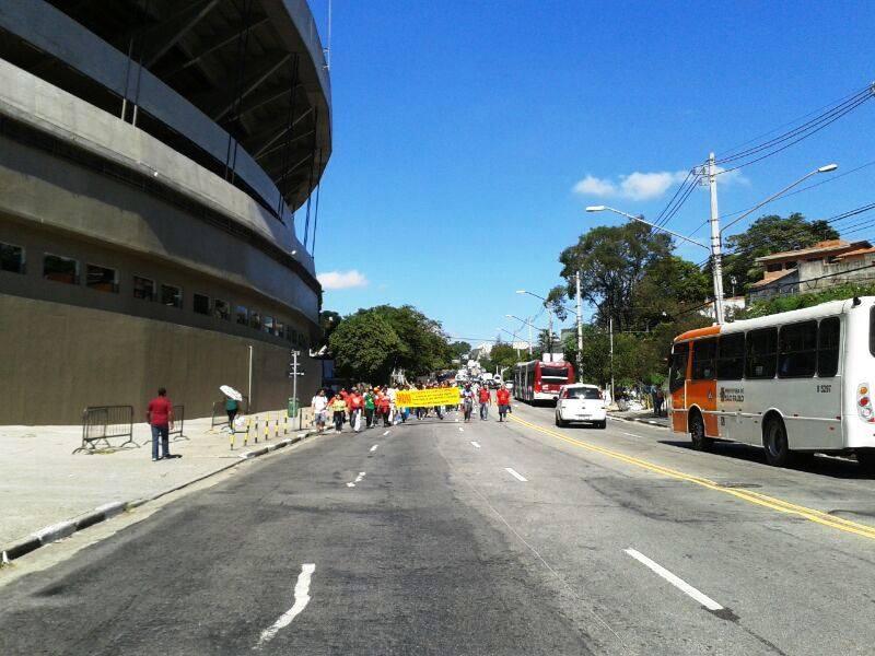 Protesto ocupa vias do bairro | Renata Carvalho / Rádio SulAmérica Trânsito