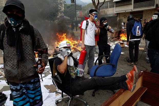 Manifestações contra o governo de Nicolás Maduro já deixaram 1.300 pessoas presas | Carlos Garcia Rawlins/Reuters