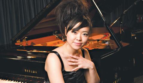 """Hiromi Uehara - A pianista e compositora japonesa propõe uma renovação do jazz e apresenta em seu novo espetáculo, inspirada em seu novo disco, """"Voice"""", canções que, segunda ela, """"expressam uma gama de emoções urbanas"""".  Dia 16/8, às 21h; e 17/8, às 19h. R$ 30"""
