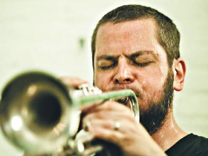 Nate Wooley Quintet - O trompetista norte-americano é considerado um dos expoentes de um movimento que busca redefinir os limites sonoros do instrumento, usando uma combinação de vocalização, técnicas  e ruídos. Dia 28/8, às 21h30. R$ 25