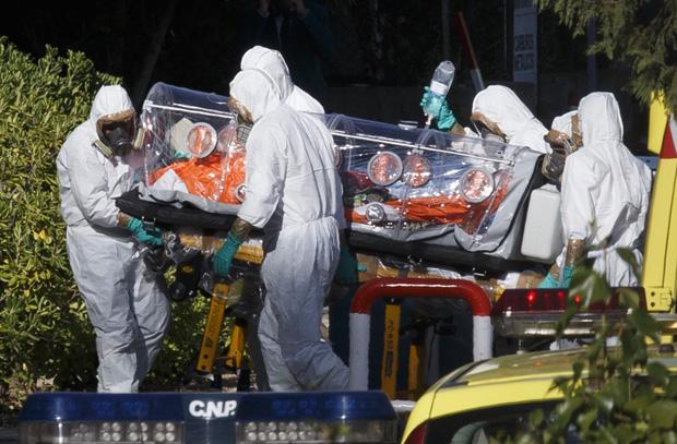 Padre chegou a Madri dentro de uma bolha | Ignacio Gil-ABC/Reuters