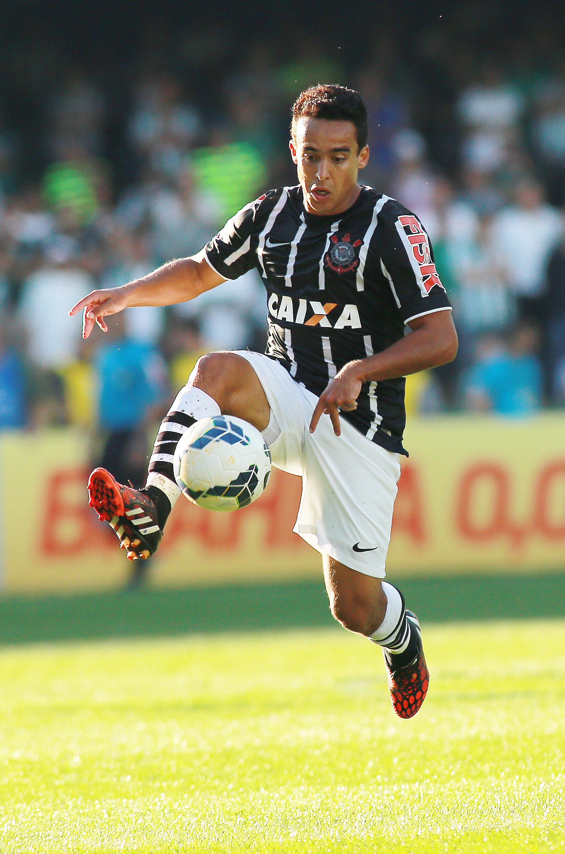 Jadson, do Corinthians, em lance